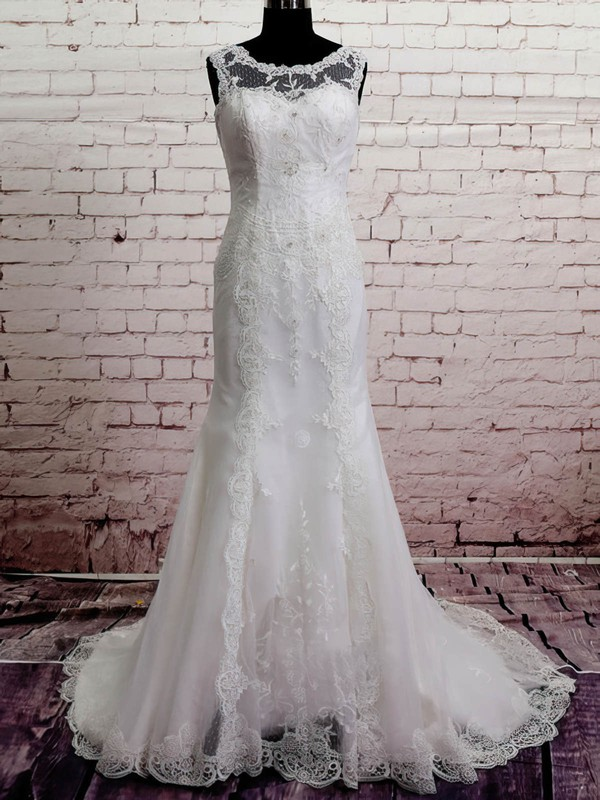 Unique White Lace Scoop Neck Buttons Trumpet/Mermaid Wedding Dress