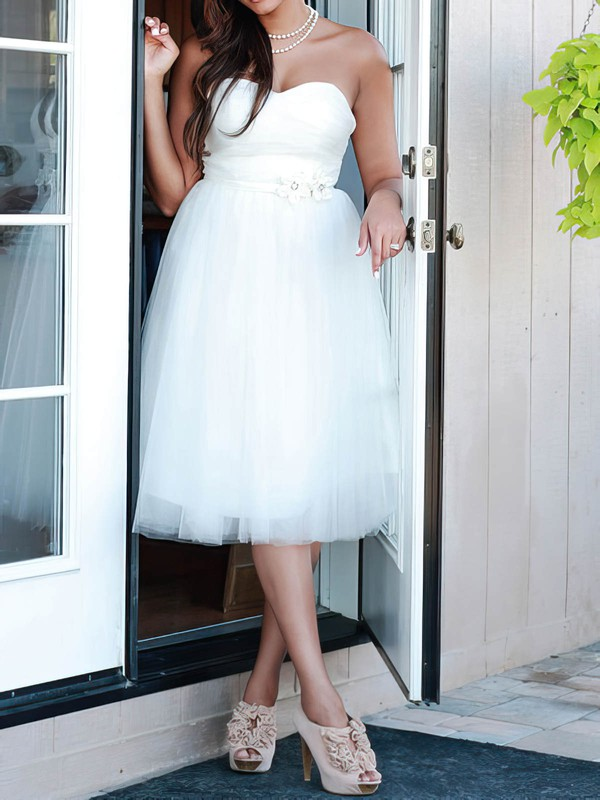 Knee-length White Tulle Beading Lace-up Affordable Sweetheart Wedding Dresses